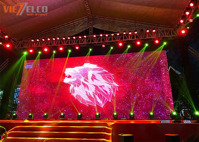 Hình ảnh sân khấu vảo buổi tối của sự kiện